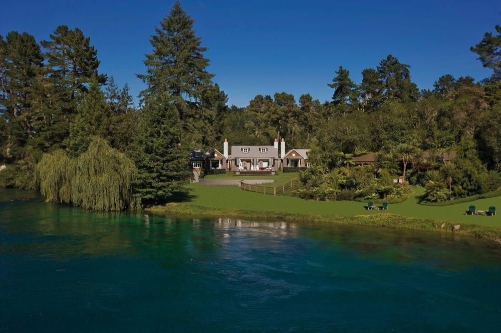 Alan-Pye-Cottage-Exterior-Over-River_84863-1024x683