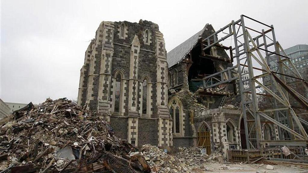 Christchurch-Cathedral-post-earthquake.jpg