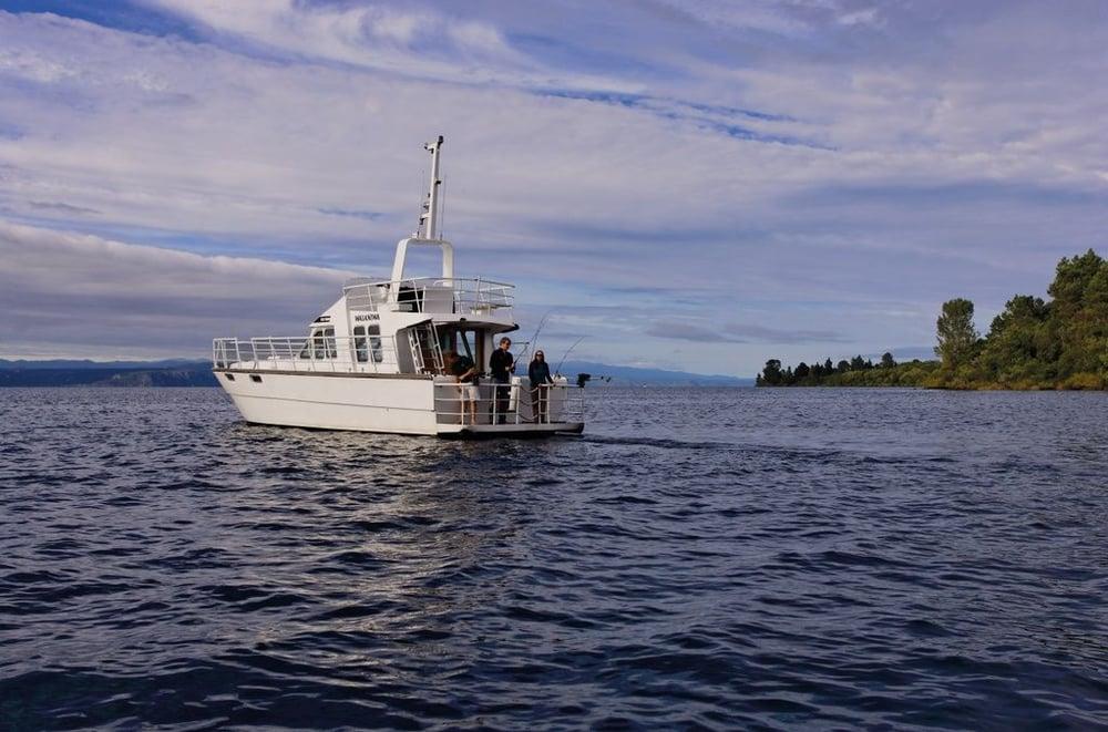 Fishing-On-Lake-Taupo_84843-1024x677