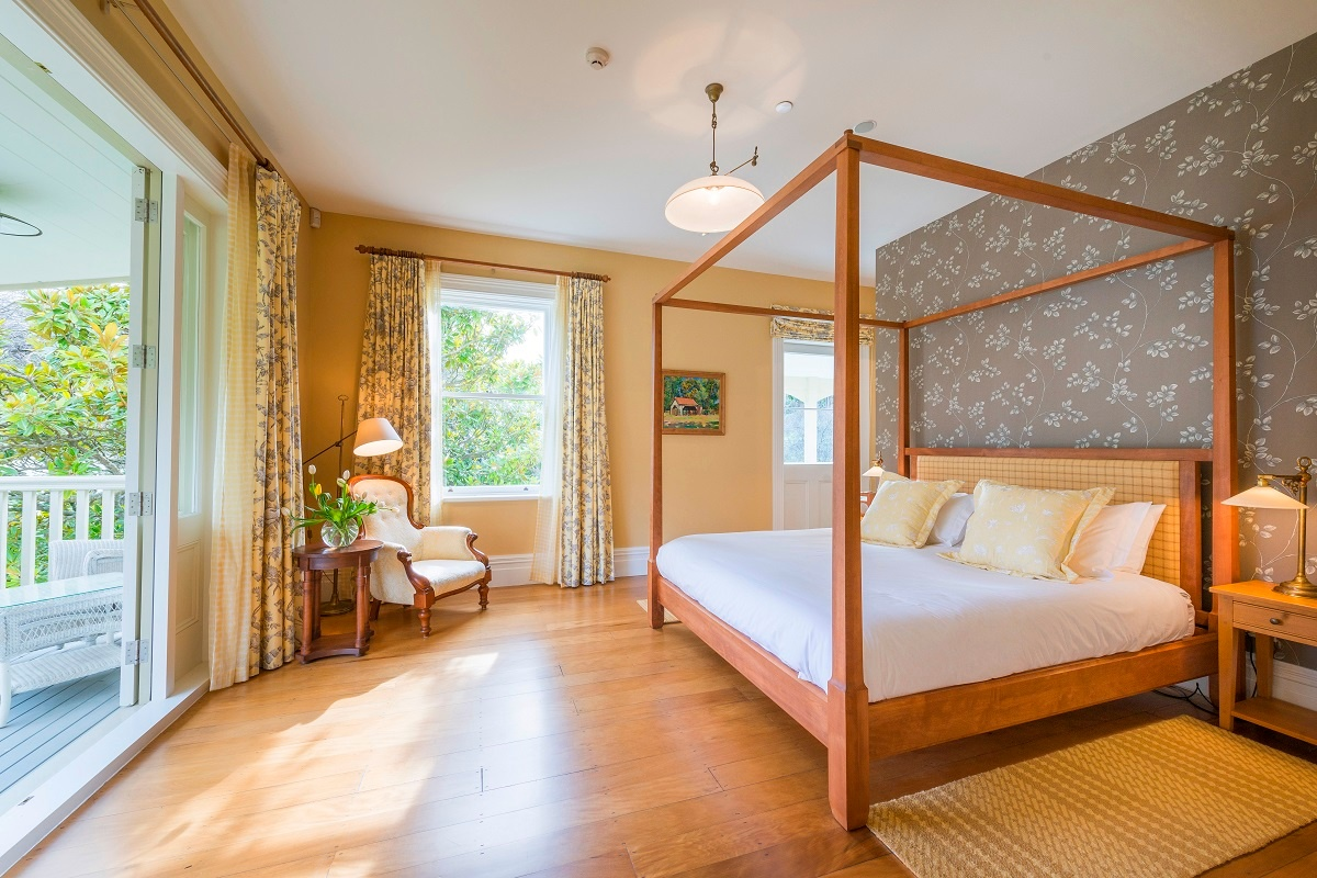 luxury-accommodation-guest-room