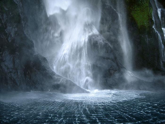Stirling-Falls-New-Zealand
