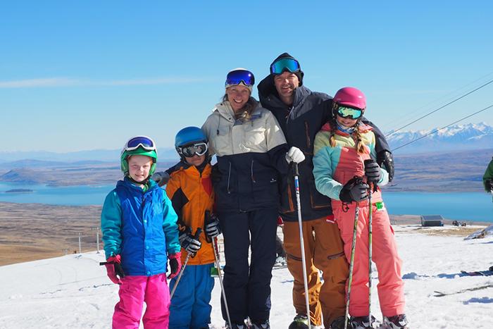 family-skiing-new-zealand
