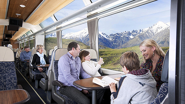family-travelling-on-the-tranzalpine-1
