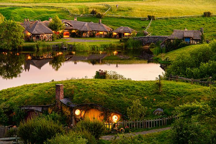 hobbiton-movie-set-new-zealand-tourism