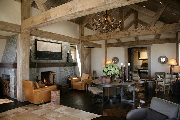 luxury-lodge-dining-room