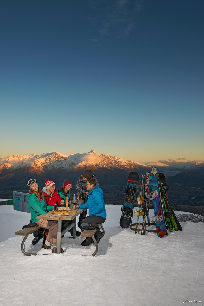 queenstown-mountain-skiing-group
