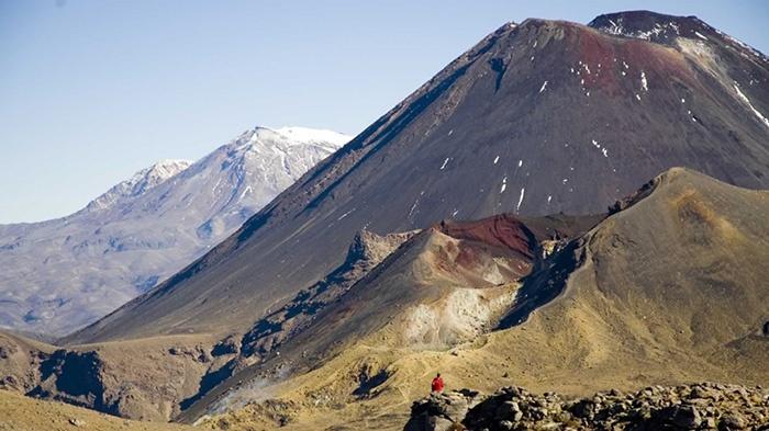 Tongariro-Alpine-Crossing-hikes-walks-Taupo_GalleryLarge.DMjeSQ