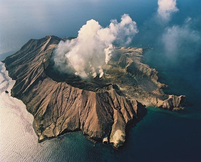 White-Island-volcano-new-zealand-1