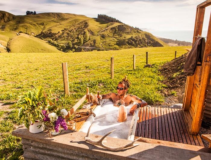 glamping-outdoor-bath