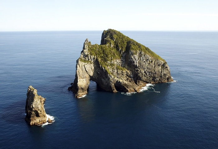 hole-in-the-rock-new-zealand