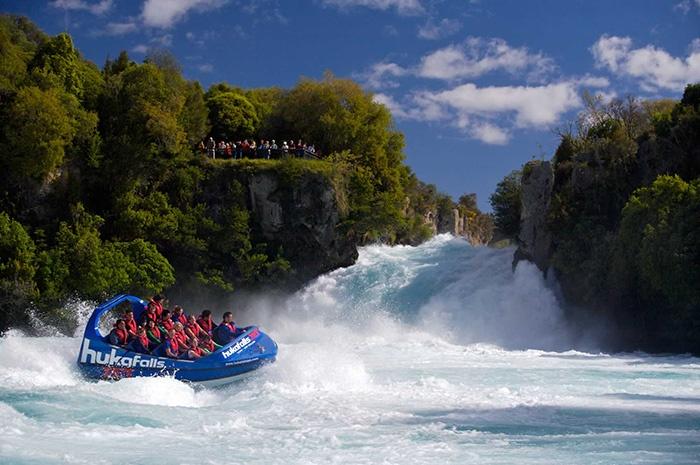 huka-falls-jet-new-zealand