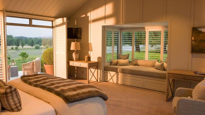 luxury-lodge-master-bedroom