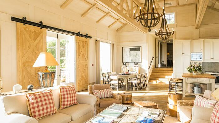 main-lounge-in-the-Owners-Cottage-2