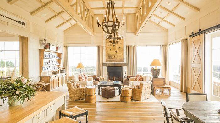 main-lounge-in-the-Owners-Cottage