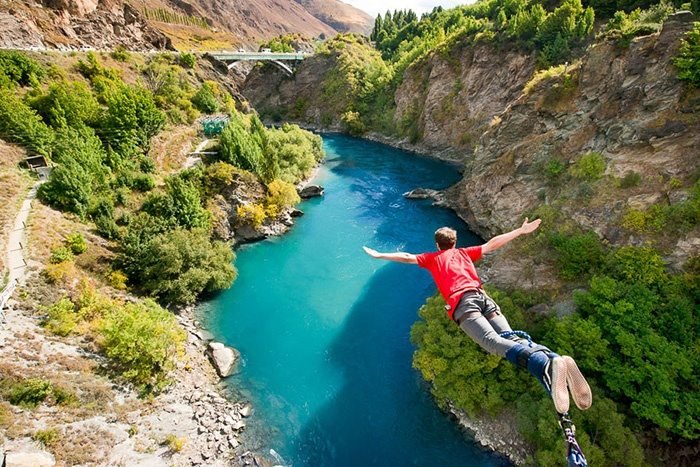 new-zealand-bungy-jumping-1