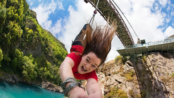 new-zealand-bungy-jumping-2