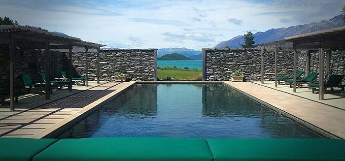 outdoor-pool-luxury-lodge