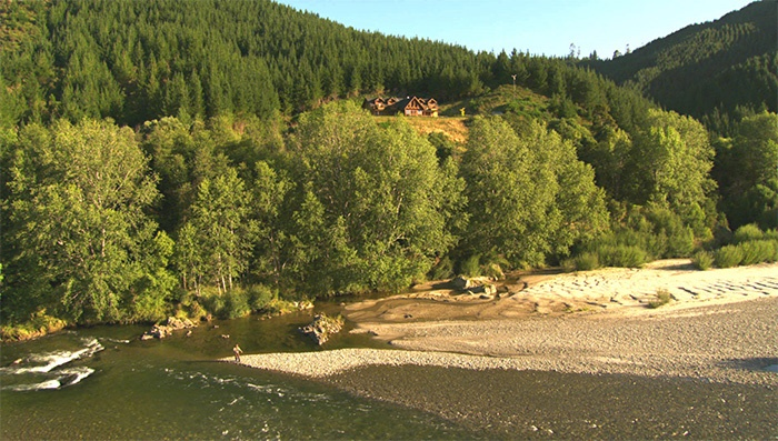 stonefly-luxury-lodge-river