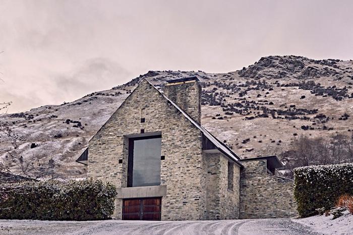amisfield-winery-new-zealand-mountain
