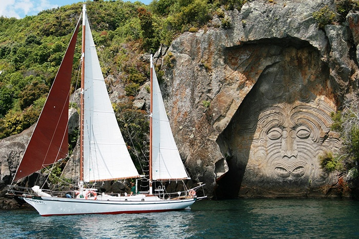 lake-taupo-sailing-new-zealand