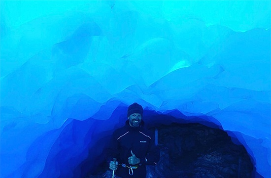 new-zealand-ice-caving-2